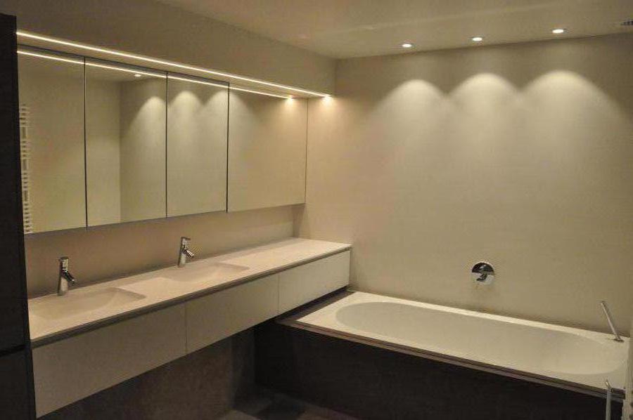 deze badkamer is een samenvoeging de oude badkamer en een appart toilet